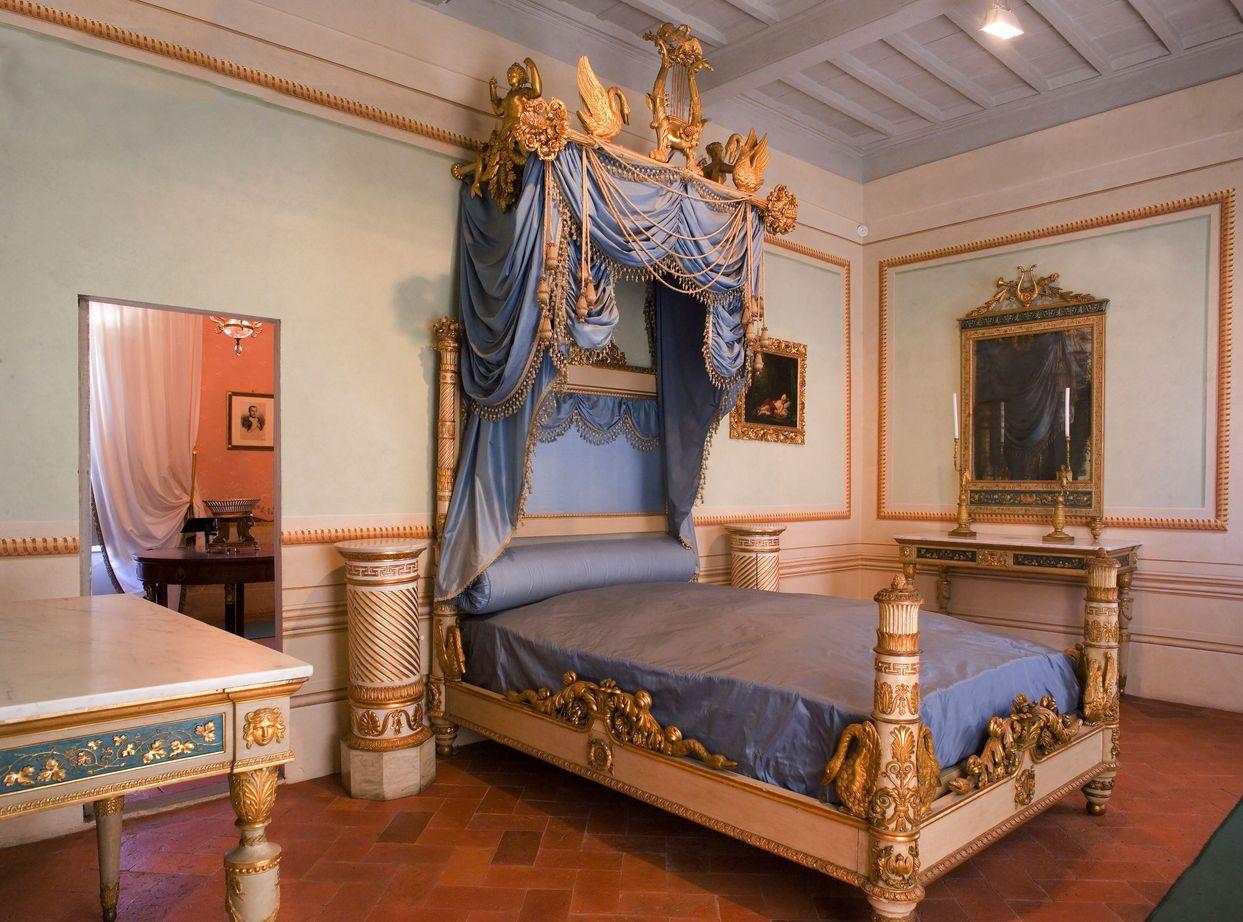Camera da letto della Villa di San Martino, a Portoferraio (R.Ridi/Visitelba.info).